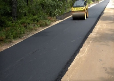 Asphalt road paving